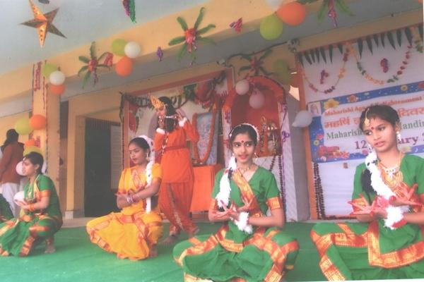 Dance performance by students.